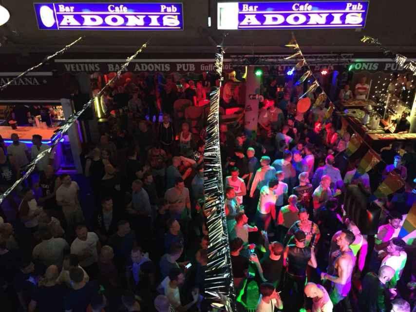 Fiestón en el Centro Comercial Yumbo. Celebran el festival LGTBI Winterpride