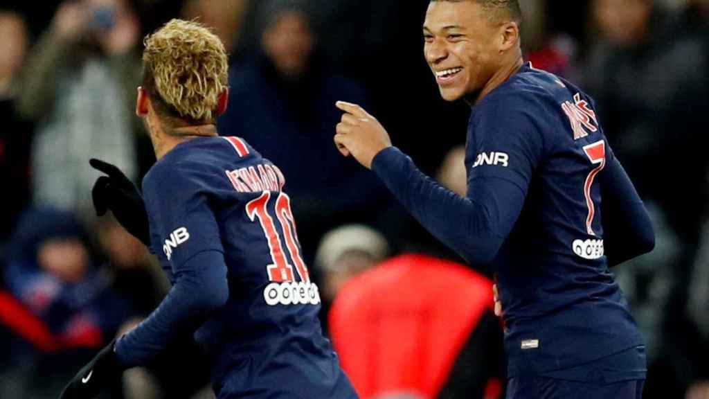 Mbappé junto a Neymar, en un partido del PSG.
