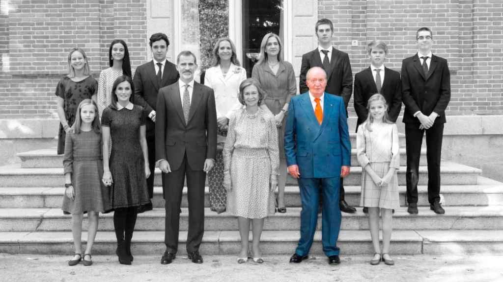 De izquierda a derecha, y de arriba abajo: Irene Urdangarin, Victoria Federica Marichalar, Froilán Marichalar, la infanta Elena, la infanta Cristina, Juan Valentín Urdangarin, Miguel Urdangarín, Pablo Nicolás Urdangarin, la princesa Leonor, la reina Letizia, el rey Felipe VI, la reina Sofía, el rey Juan Carlos y la infanta Sofía.