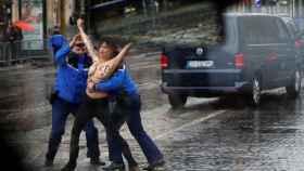 Activista de Femen detenida en París.