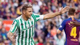 Joaquín celebra su gol en el Camp Nou.