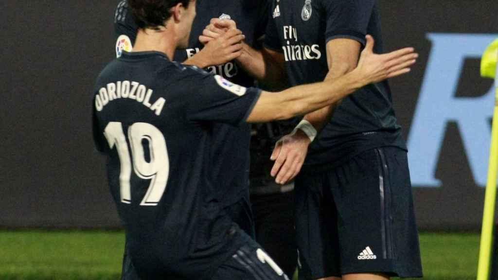 Karim Benzema festeja su gol contra el Celta