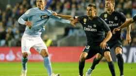 Reguilón y el jugador argentino del Celta, Facundo Roncaglia