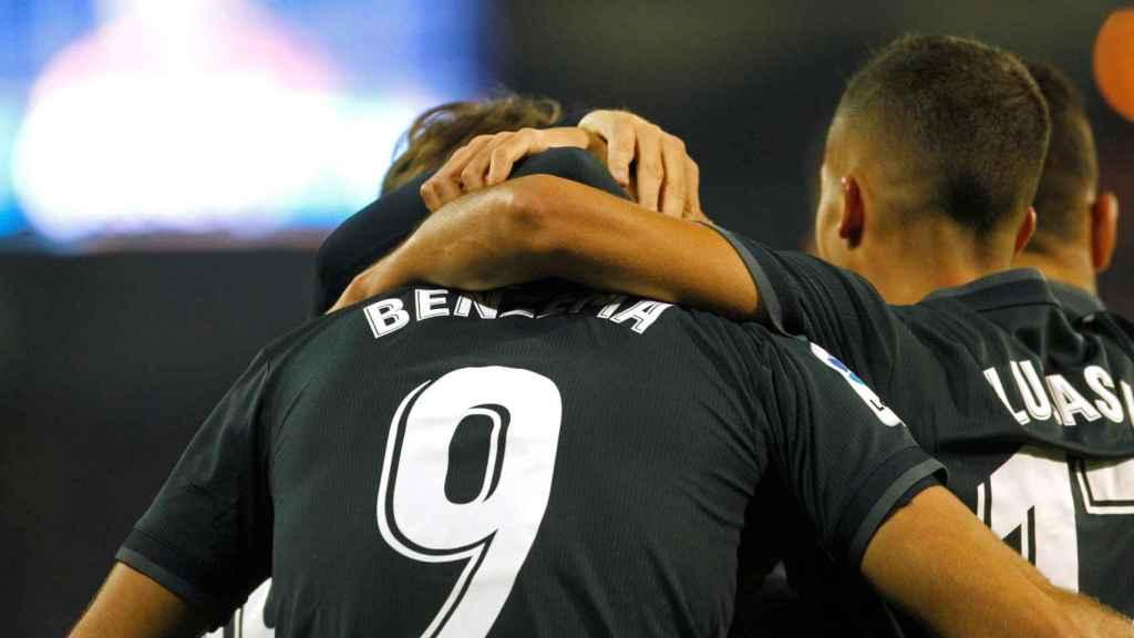 Los jugadores del Real Madrid celebran el segundo gol del equipo madridista ante el Celta
