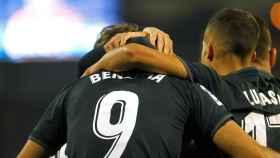 Benzema y Lucas Vázquez celebran un gol del Real Madrid