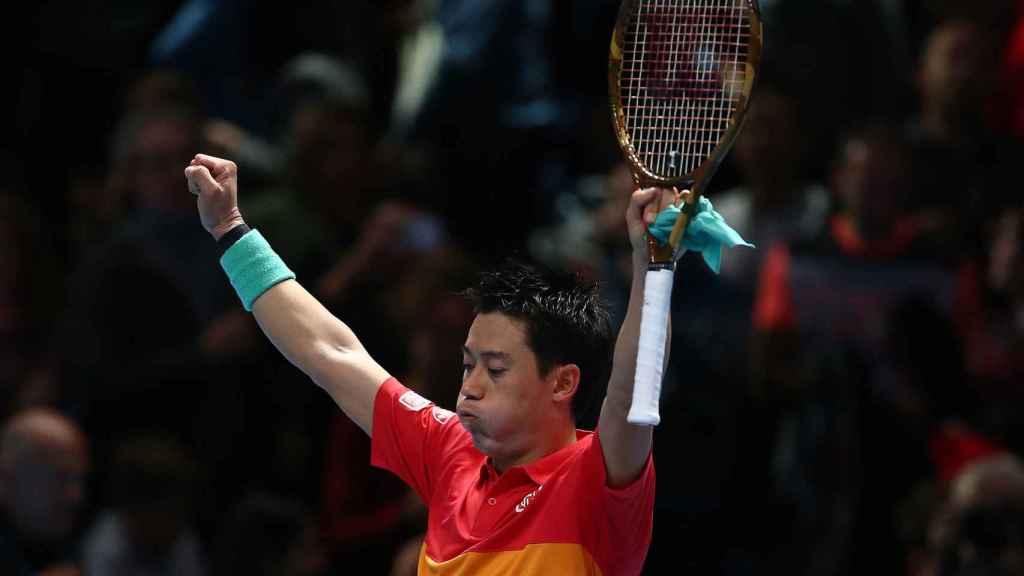 Kei Nishikori celebra su victoria ante Roger Federer en las Finales ATP