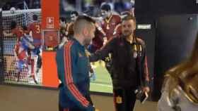 Saludo entre Jordi Alba y Luis Enrique