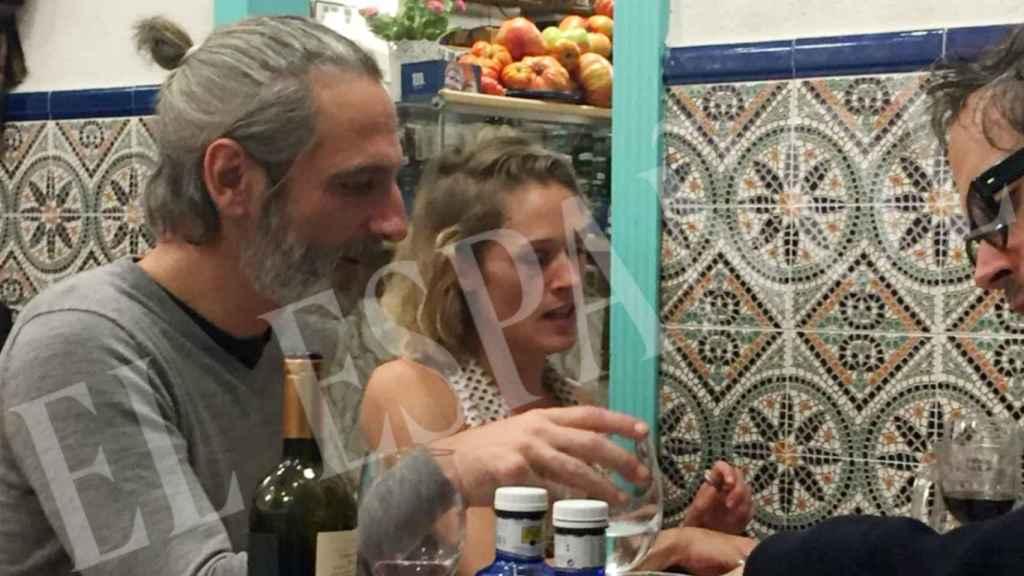 Ernesto Alterio y Ella Jazz cenando en Madrid.