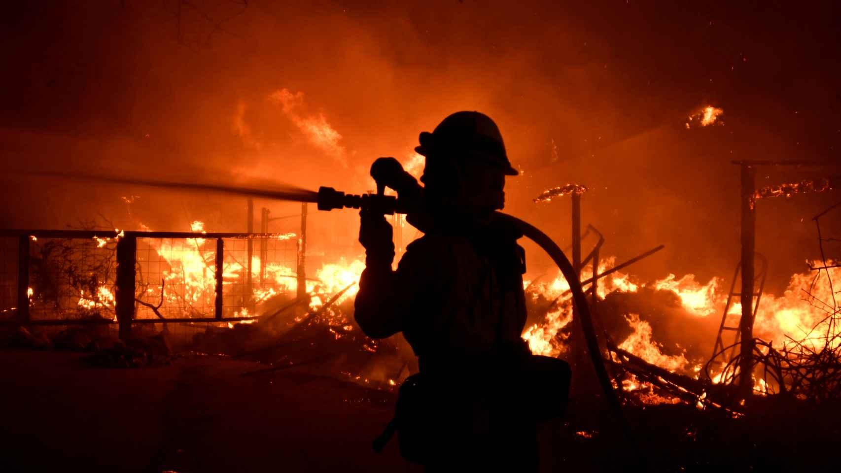 31 muertos y más de 100 desaparecidos en incendios de California