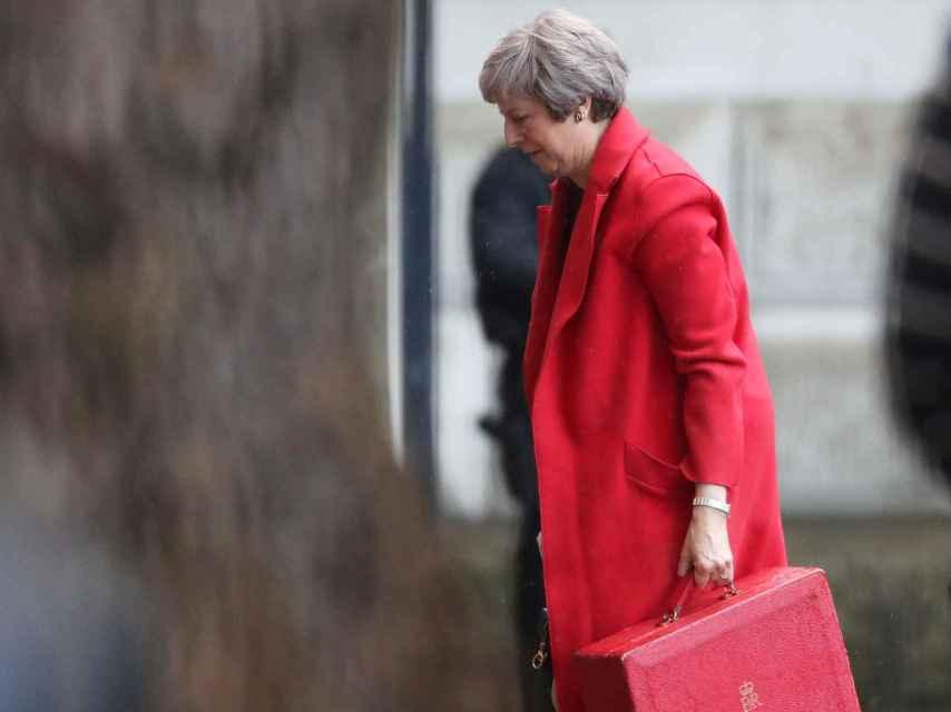 Theresa May ha convocado a sus ministros a las 15:00 horas para discutir el borrador de pacto