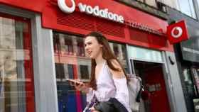 Una tienda de Vodafone en una imagen de archivo.