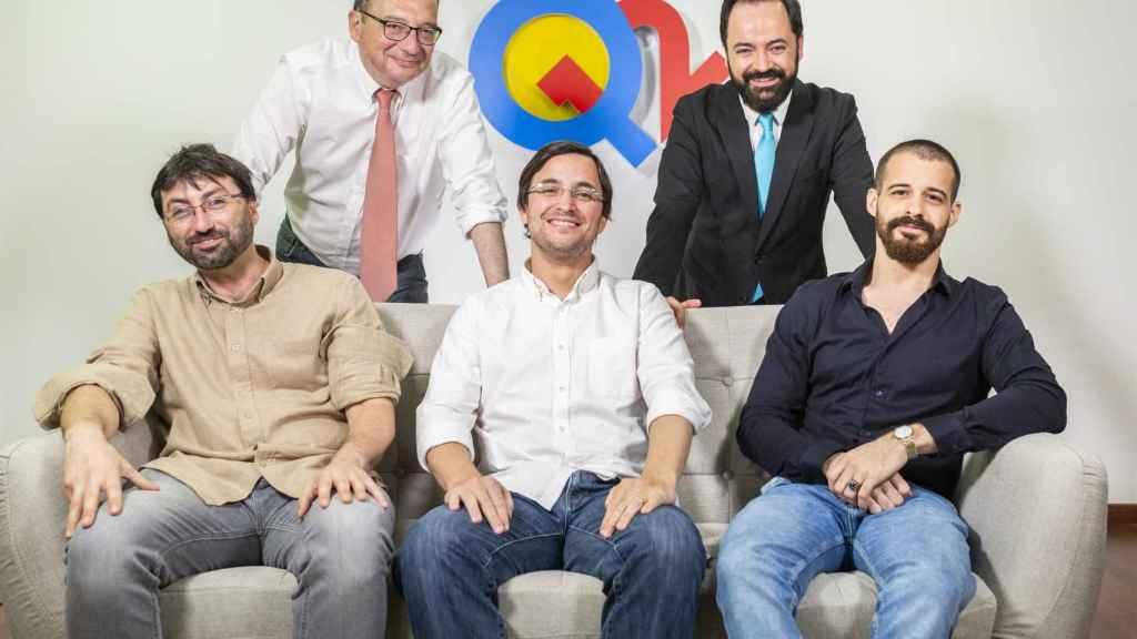 El fundador, Carlos Alcántara; los presentadores, Juanjo de la Iglesia y Toni Cano; Paul Soto, director de Tecnología; Francisco Fernández-Cueto, jefe de Producción, y Pedro Martín, guionista.