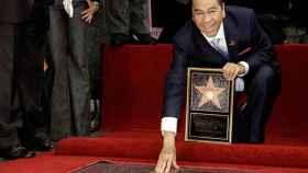 Lucho Gatica con su estrella en el Paseo de la fama en Hollywood.