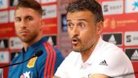 Luis Enrique junto a Sergio Ramos en rueda de prensa