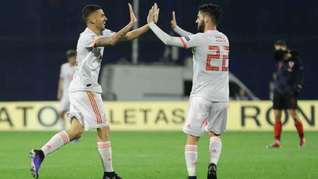 Ceballos celebra con Isco el empate ante Croacia.