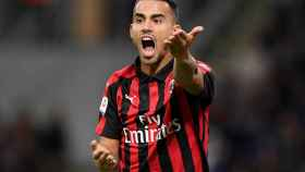 Suso reclama una acción durante un partido con el Milan
