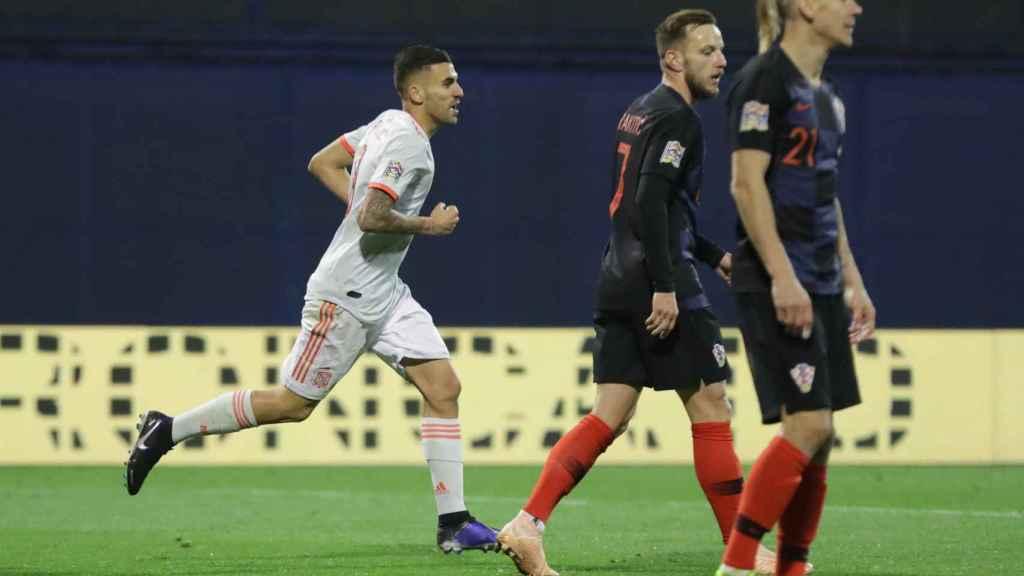 Ceballos celebra un gol con la Selección contra Croacia