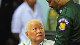 El exJefe de Estado del Jemer Rojo Khieu Samphan, en la sala de audiencias.