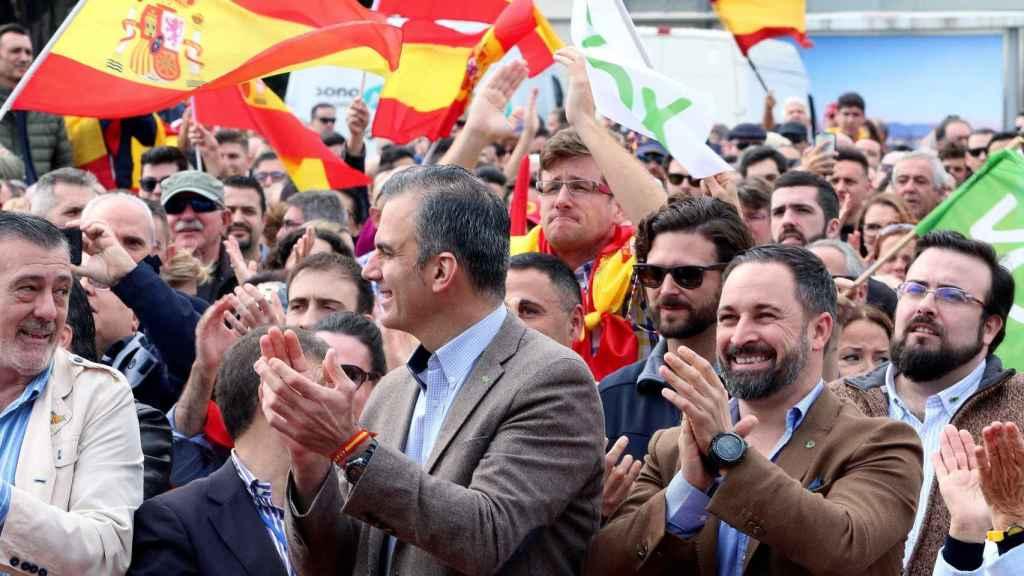 El presidente de Vox, Santiago Abascal y el secretario general Javier Ortega, en un acto en Málaga