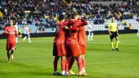 Los jugadores hacen piña para celebrar el segundo gol frente al Salmantino. Foto: Manu Laya / El Bernabéu