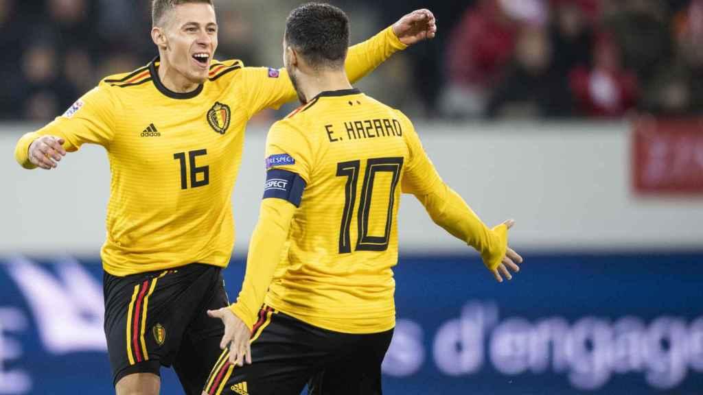 Los hermanos Hazard celebran un gol de Thorgan