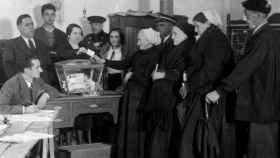 Mujeres votando en las elecciones de 1933