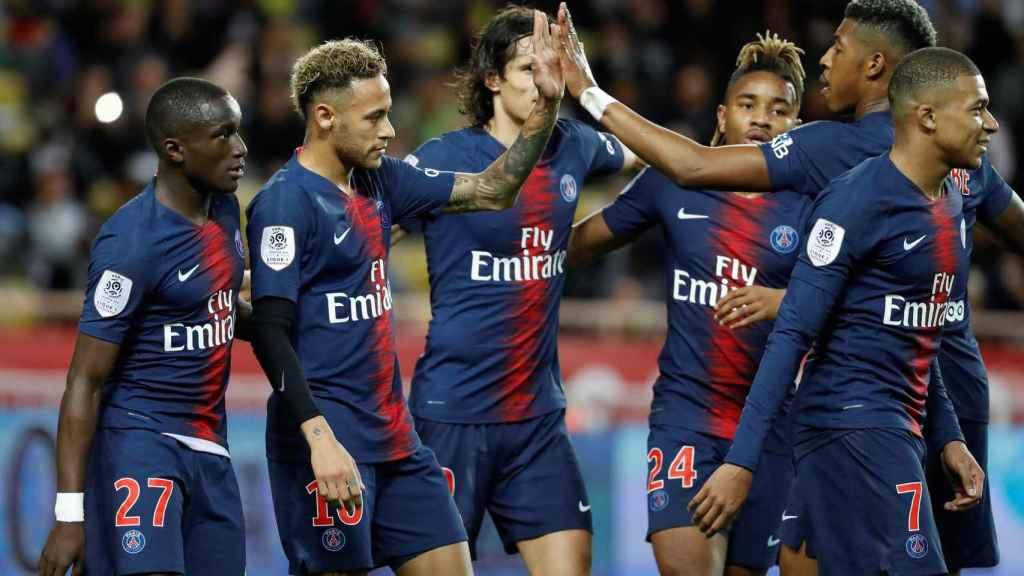 Los jugadores del PSG celebran un gol ante el Mónaco.