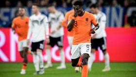 Quincy Promes, celebrando un gol con la selección de Holanda