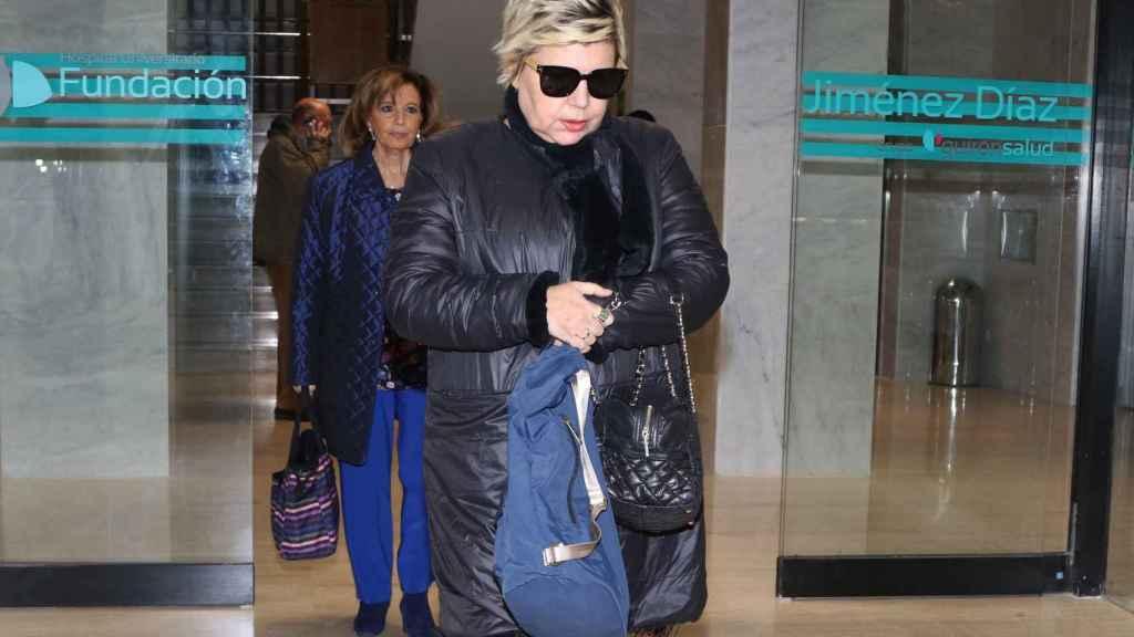 Terelu Campos, a la salida del hospital.