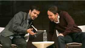 Alberto Garzón, coordinador de IU, y Pablo Iglesias, secretario general de Podemos.
