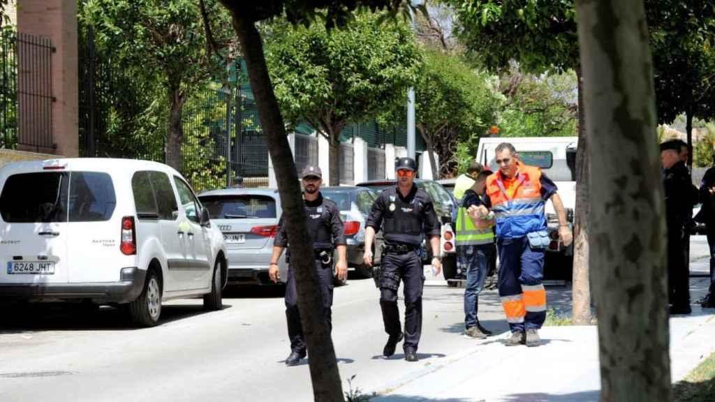 La Policía vigila la zona después del asesinato de David Ávila, alias 'Maradona'.