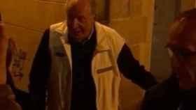 El rey emérito Juan Carlos tras salir el pasado viernes de una taberna del centro de Vigo
