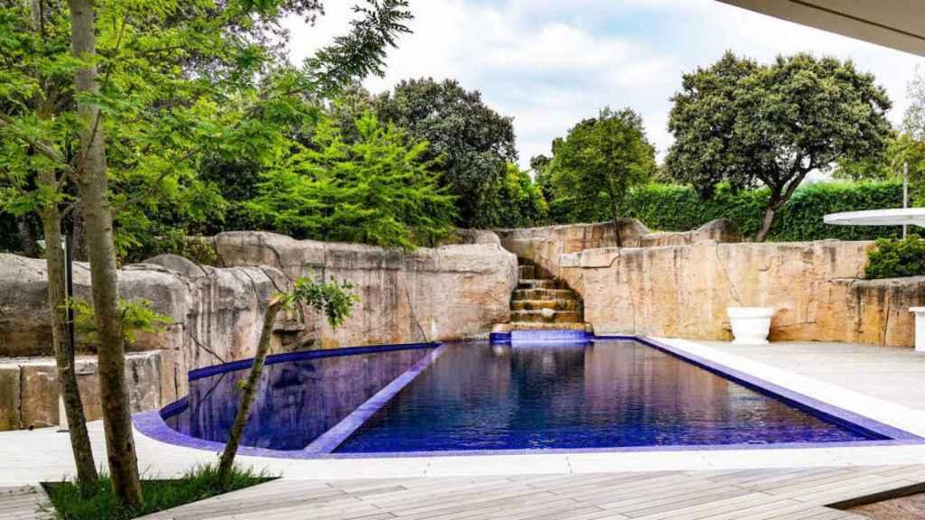 La piscina de la casa comprada por Trinitario Casanova