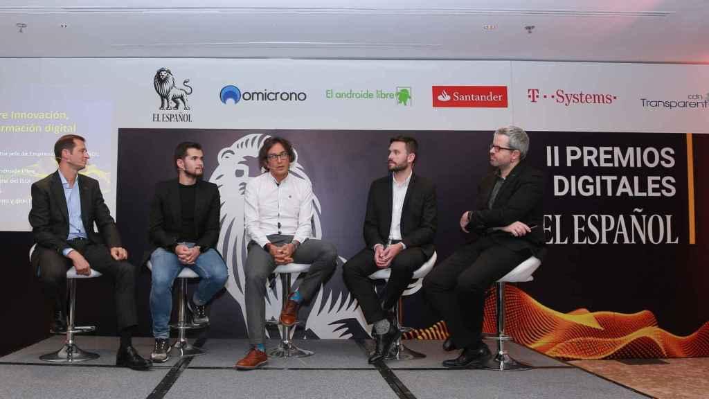 Miguel Ángel Uriondo, redactor jefe de Empresas y Medios de EL ESPAÑOL, junto a Paolo Álvarez, Rodrigo Miranda, Lluis Altés y Daniel Salas