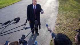 Trump atiende a la prensa antes de viajar por Acción de Gracia