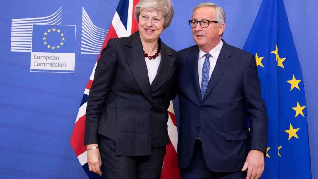 Juncker y May, durante una reunión en Bruselas