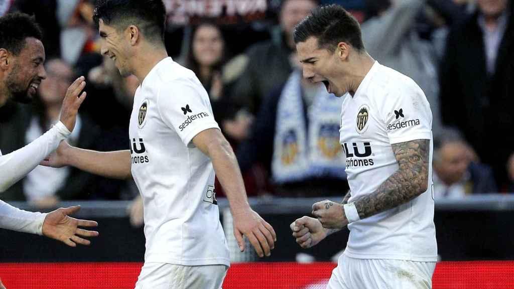 Los jugadores del Valencia celebran un gol ante el Rayo Vallecano
