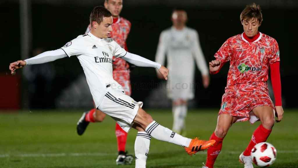 Un jugador del Castilla en su partido ante el Guijuelo