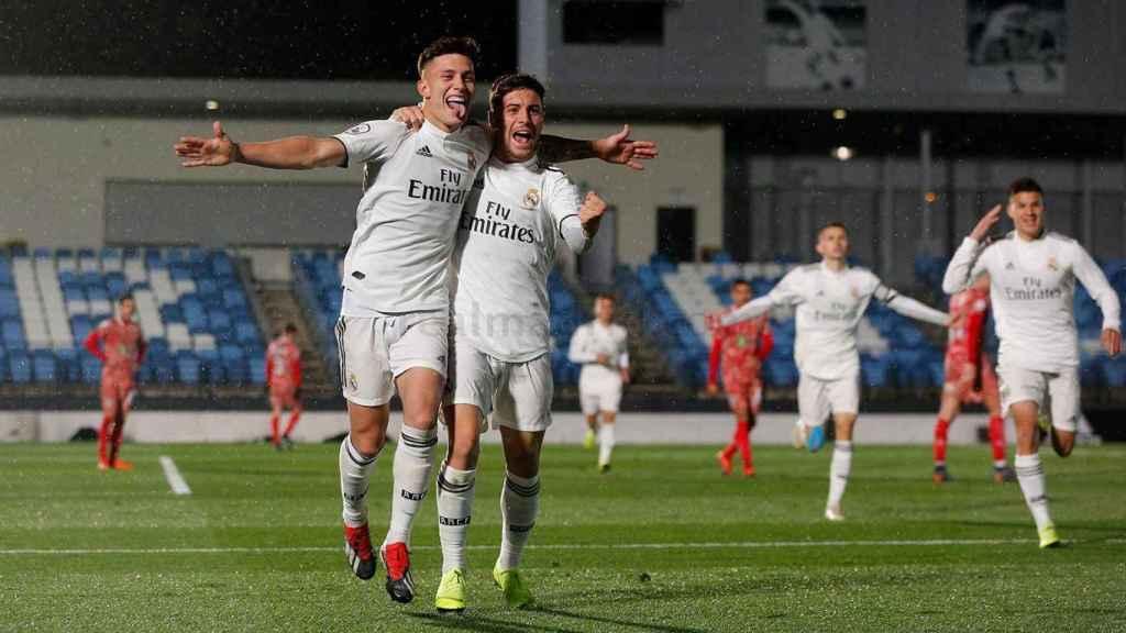 Los jugadores del Castilla celebran el gol de Cristo