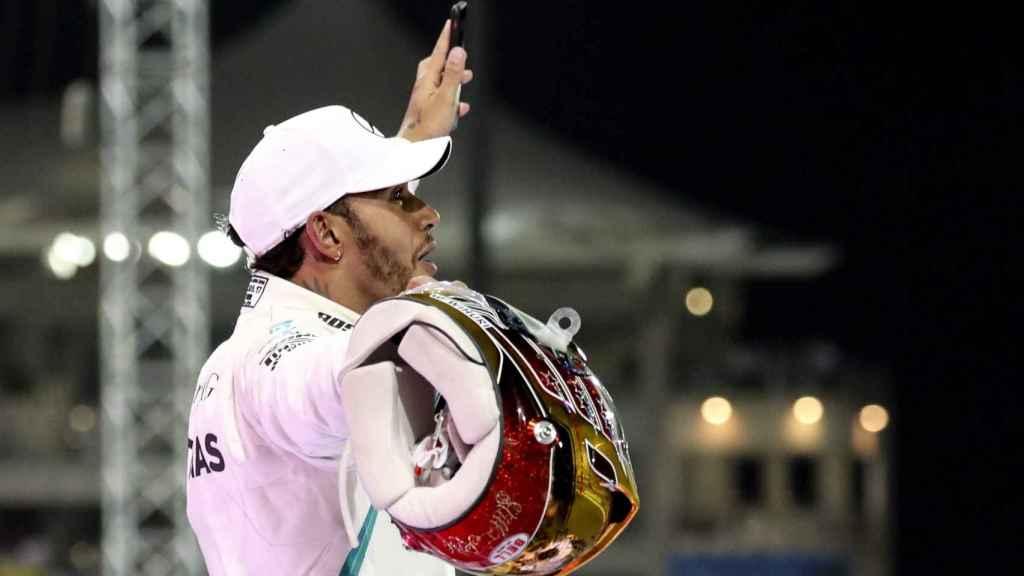 Hamilton celebra su victoria en Abu Dhabi