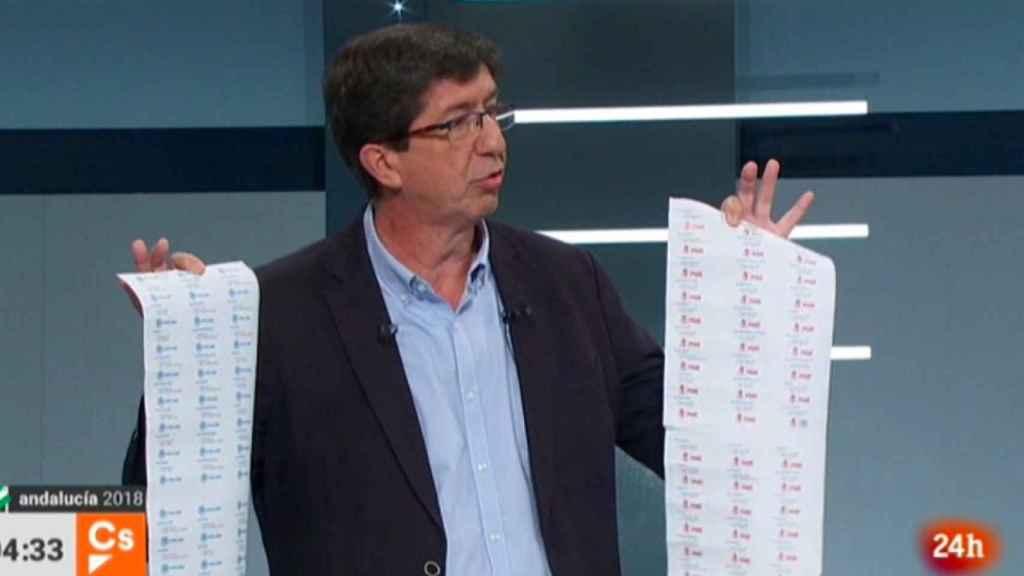 Juan Marín, en el momento del debate en el que sacó las listas de la corrupción de PP y PSOE.