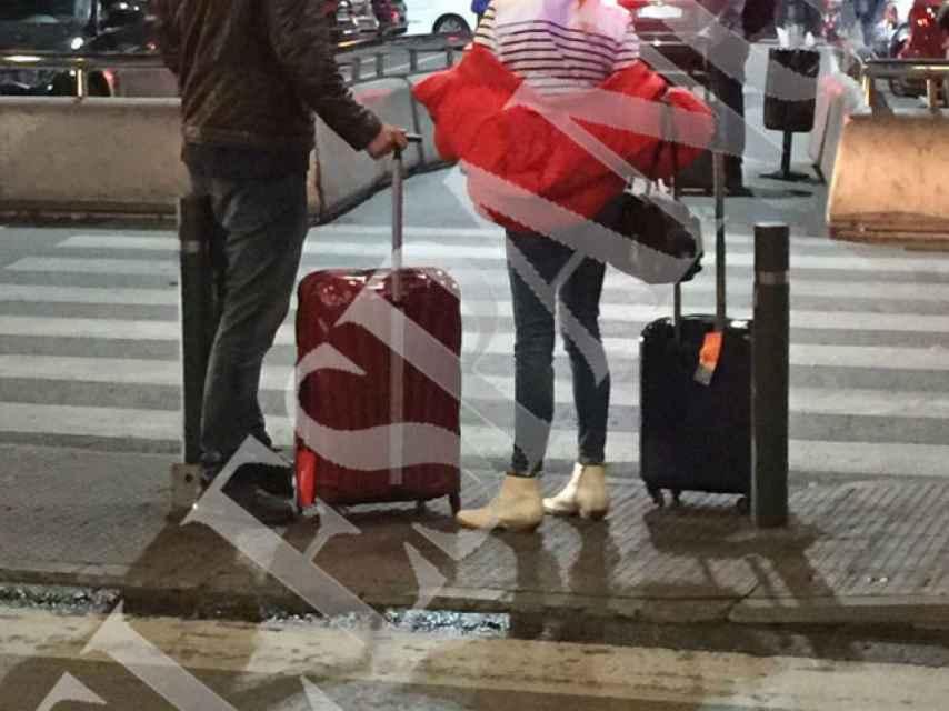 Madre e hijo en la estación de Atocha.