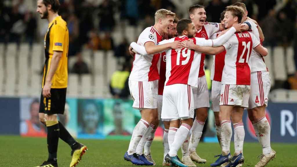 Los jugadores del Ajax celebran la clasificación