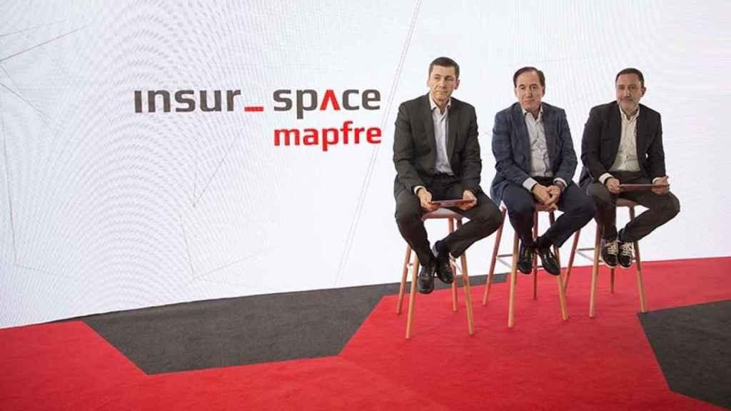 En la fotografía de izquierda a derecha: José Antonio Arias, chief innovation officer de Mapfre; Antonio Huertas, presidente de Mapfre, y Josep Celaya, director global de transformación.