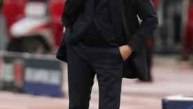 Santiago Solari da órdenes a sus jugadores desde la banda