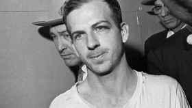 Lee Harvey Oswald  momentos antes de su asesinato.