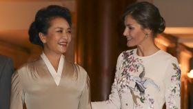La reina Letizia y la primera dama de China, Peng Liyuan.