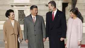 Los Reyes de España, Felipe y Letizia, reciben al presidente de China, Xi Jinping, y su esposa, Peng Liyua