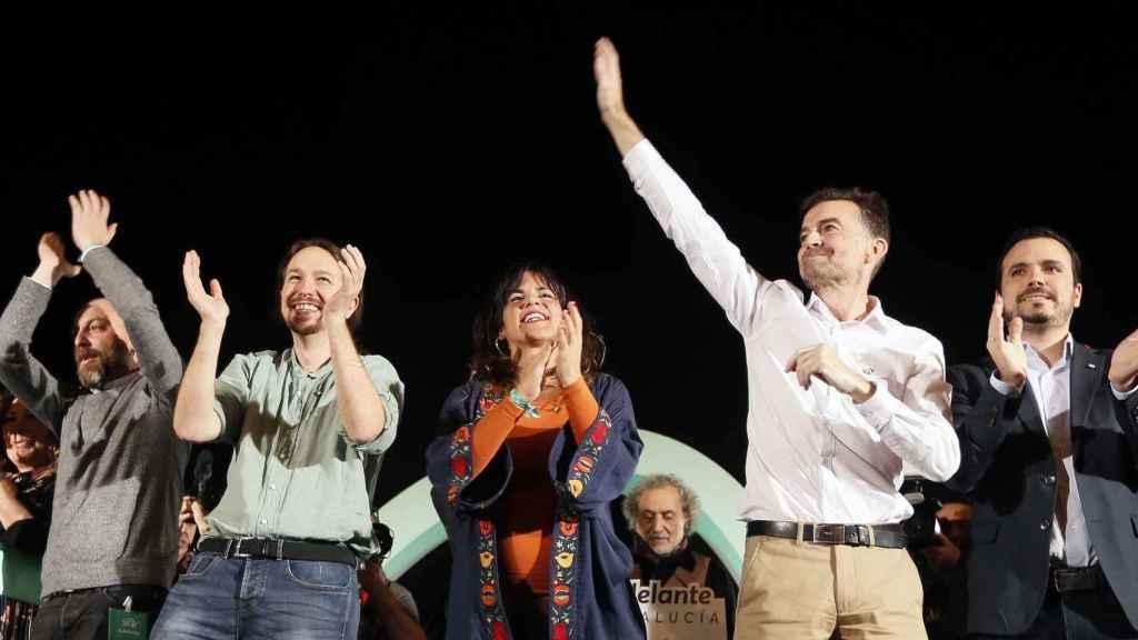 Pablo Iglesias, Teresa Rodríguez, el coordinador de IU en Andalucía, Antonio Maillo, y el coordinador federal de IU, Alberto Garzón, en el mitin de Sevilla.