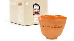 Òmnium vende por 15 euros la La 'Taza de la Libertad' sin asa diseñada por Cuixart en la cárcel